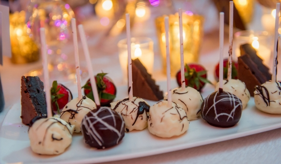cake pops, chocolate cakes and chocolate covered strawberries